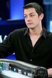 Tom Dwan en chemise noire